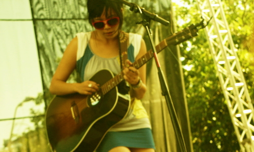 Thao Nguyen at Bumbershoot 2008, photo by Fense