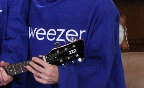 weezer-snuggie