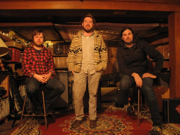 The Cave Singers [Feature]